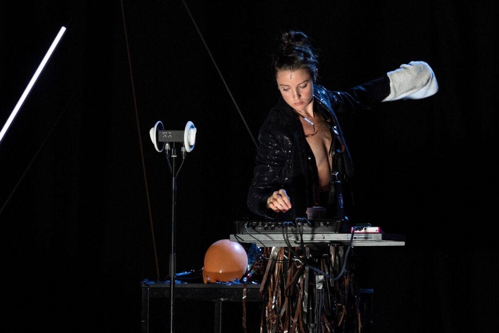 La performer e compositrice Genevieve Murphy